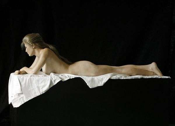 Лежащий янтарь. Скультура   Джон де Андреа