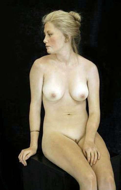 Сидящая блондинка. Скультура   Джон де Андреа