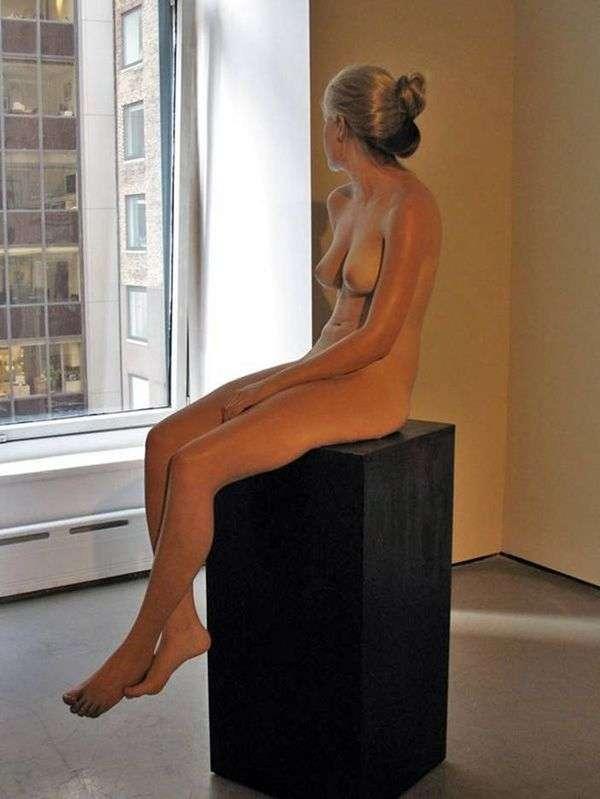 Янтарная женщина. Скультура   Джон де Андреа