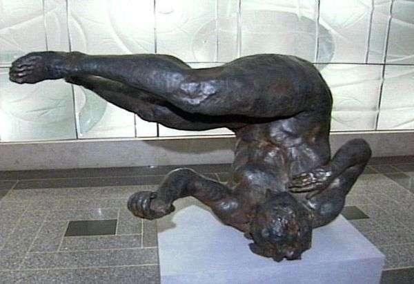 Падающая женщина. Скульптура   Эрик Фишл